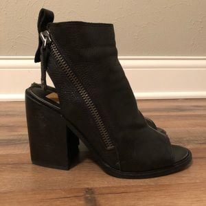 Dolce Vita Port leather open toe booties sz. 7.5